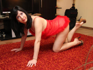 SweetMichele模特的性感個人頭像,邀請您觀看熱辣勁爆的實時攝像表演!