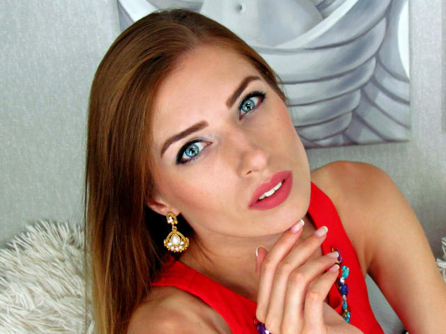 Picture of the sexy profile of CordeliaF, for a very hot webcam live show !