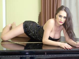 SweetIarina - 在XloveCam?欣賞性愛視頻和熱辣性感表演