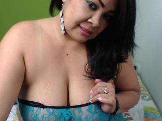 SexyLunna - 在XloveCam?欣赏性爱视频和热辣性感表演