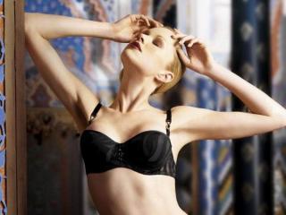 Model AdelAdler'in seksi profil resmi, çok ateşli bir canlı webcam yayını sizi bekliyor!