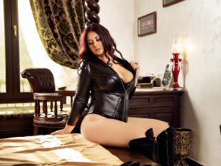 Hình ảnh đại diện sexy của người mẫu AliciaXHotty để phục vụ một show webcam trực tuyến vô cùng nóng bỏng!