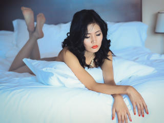 Picture of the sexy profile of AmyLing, for a very hot webcam live show !