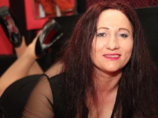 Photo de profil sexy du modèle BustySwitch, pour un live show webcam très hot !