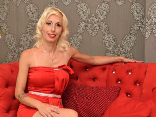 Photo de profil sexy du modèle DivineDaniele, pour un live show webcam très hot !