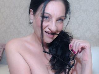 Model Emerald'in seksi profil resmi, çok ateşli bir canlı webcam yayını sizi bekliyor!