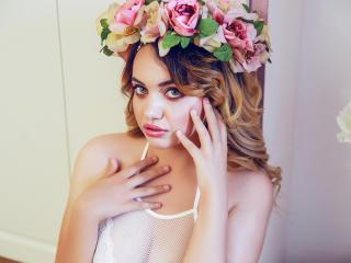 Hình ảnh đại diện sexy của người mẫu HypnoticLuciaX để phục vụ một show webcam trực tuyến vô cùng nóng bỏng!