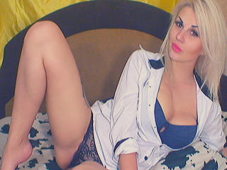 Photo de profil sexy du modèle JuliiMoon, pour un live show webcam très hot !