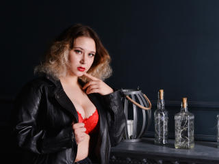 Photo de profil sexy du modèle KellyDolly, pour un live show webcam très hot !