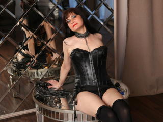 Photo de profil sexy du modèle KinkyNyna, pour un live show webcam très hot !