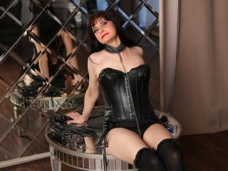 Foto de perfil sexy de la modelo KinkyNyna, ¡disfruta de un show webcam muy caliente!