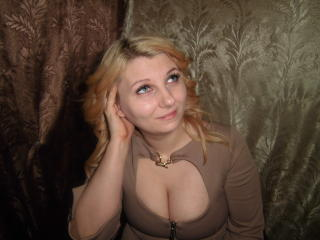 Picture of the sexy profile of LuckyLeah, for a very hot webcam live show !