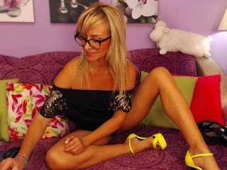 Hình ảnh đại diện sexy của người mẫu MarinaBlondy để phục vụ một show webcam trực tuyến vô cùng nóng bỏng!