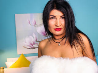 Photo de profil sexy du modèle MilfSandy, pour un live show webcam très hot !
