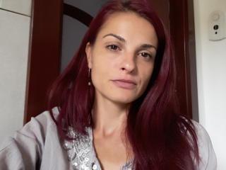 Model Niks'in seksi profil resmi, çok ateşli bir canlı webcam yayını sizi bekliyor!