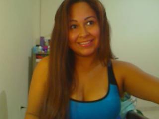 Bild på den sexiga profilen av OneLatinaSexy för en väldigt het liveshow i webbkameran!