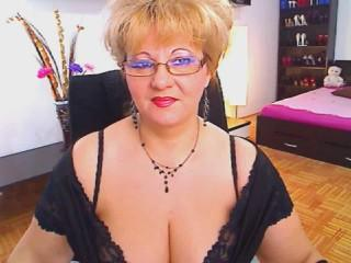 Picture of the sexy profile of Pleasure2U, for a very hot webcam live show !