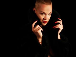 Photo de profil sexy du modèle QueenOfHard, pour un live show webcam très hot !