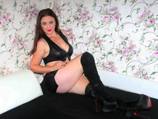 Photo de profil sexy du modèle RadianteEly, pour un live show webcam très hot !