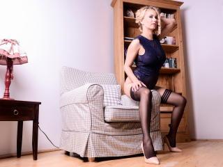Hình ảnh đại diện sexy của người mẫu SandraHottest để phục vụ một show webcam trực tuyến vô cùng nóng bỏng!