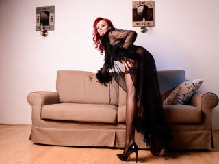 Photo de profil sexy du modèle SaraLongLegs, pour un live show webcam très hot !