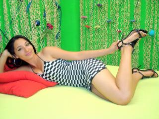 Picture of the sexy profile of SexyBrunetteToU, for a very hot webcam live show !