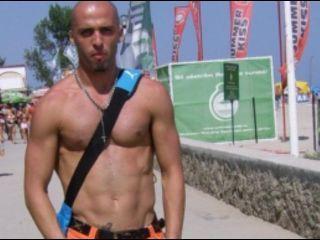 Фото секси-профайла модели TonyCapucci, веб-камера которой снимает очень горячие шоу в режиме реального времени!