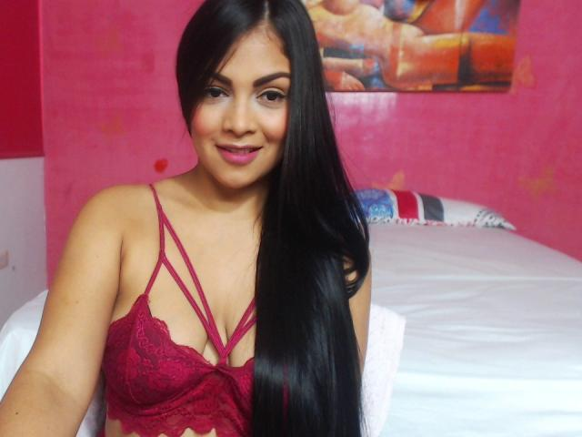 Photo de profil sexy du modèle FloraFontaineX, pour un live show webcam très hot !