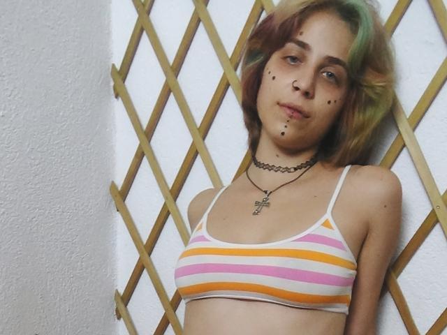 Foto de perfil sexy de la modelo HerbaAlice, ¡disfruta de un show webcam muy caliente!