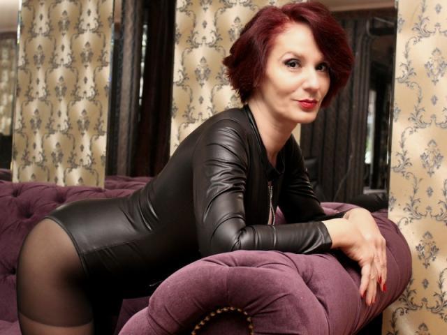 Foto de perfil sexy de la modelo IntoKinkyFantasies, ¡disfruta de un show webcam muy caliente!