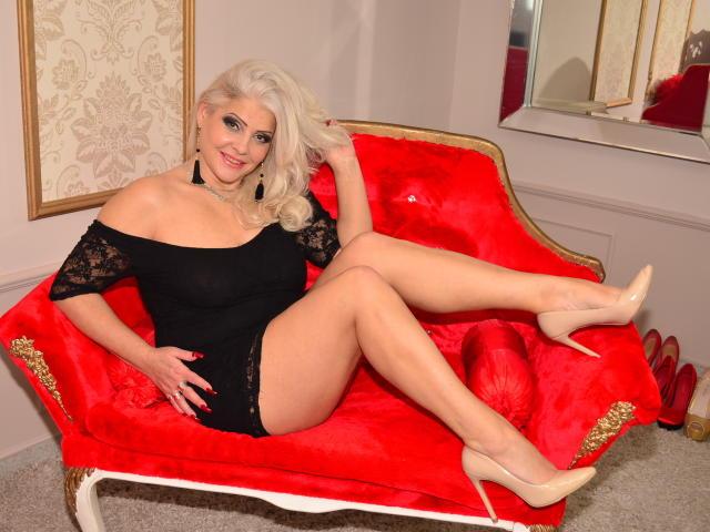 Foto del profilo sexy della modella LuxuriousMilf, per uno show live webcam molto piccante!