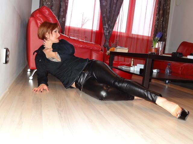 Foto de perfil sexy de la modelo Miracole, ¡disfruta de un show webcam muy caliente!