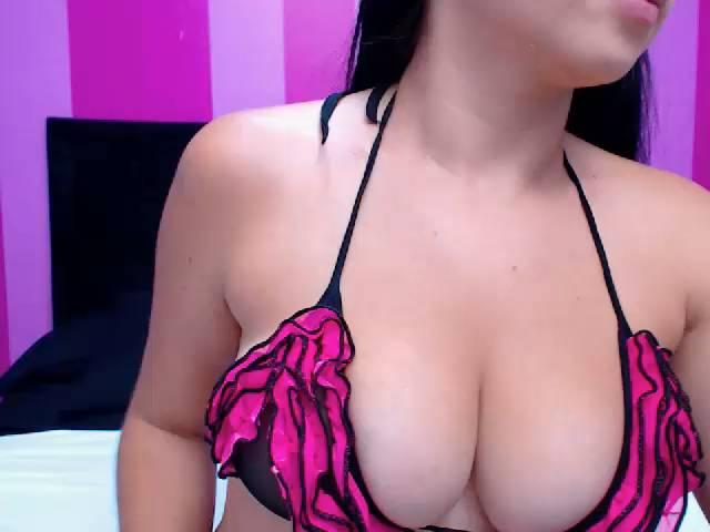 Picture of the sexy profile of SalomeRay, for a very hot webcam live show !