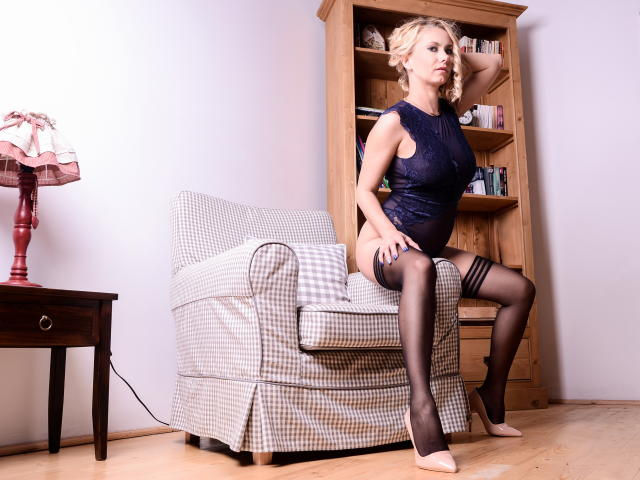 Photo de profil sexy du modèle SandraHottest, pour un live show webcam très hot !