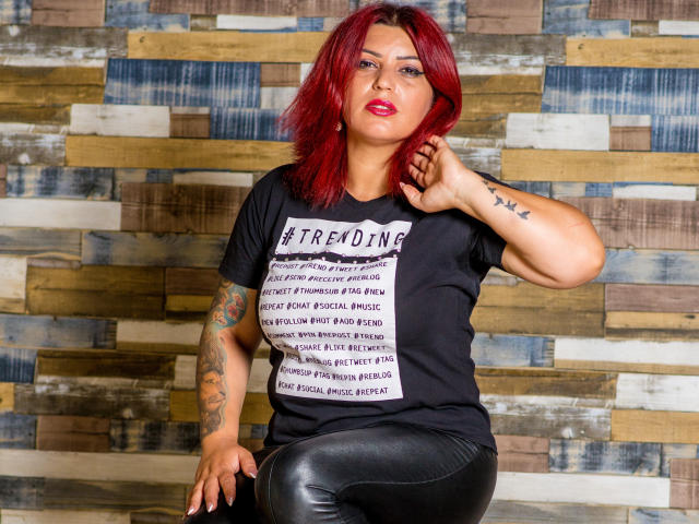 Picture of the sexy profile of SaraXSwitch, for a very hot webcam live show !