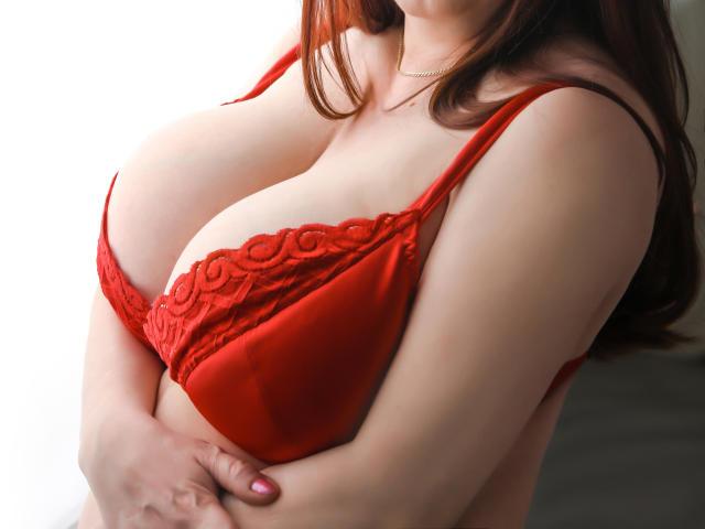 Hình ảnh đại diện sexy của người mẫu SugarBoobsX để phục vụ một show webcam trực tuyến vô cùng nóng bỏng!