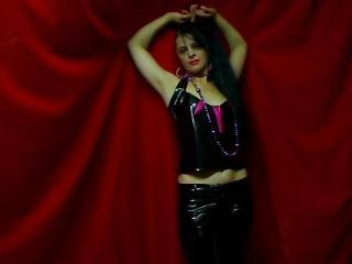 KinkyGiulia - Sexy live show with sex cam on XloveCam