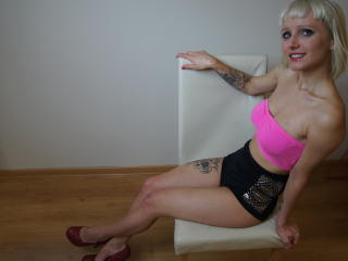 AlisonSUGAR - Sexy live show with sex cam on XloveCam