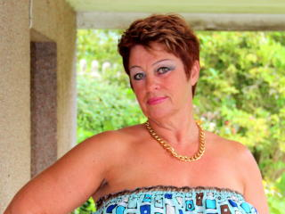 Bettina - chat online sexy with a amber hair Mature