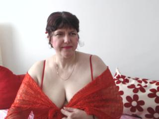 MatureAnais - Live cam sex with a beefy Sexy mother