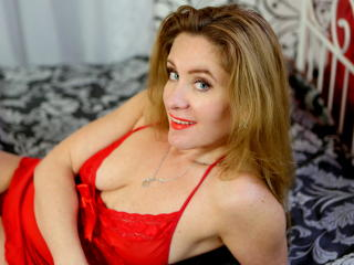 KinkyBetty - Sexy live show with sex cam on XloveCam
