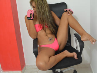 MissBabeForU - Chat live hot with this lanky Young lady