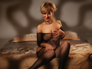 NastyBlondie - Chat live nude with a Lady over 35 with regular melons