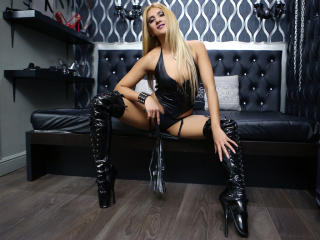 SwitchBlonde - Sexy live show with sex cam on XloveCam®