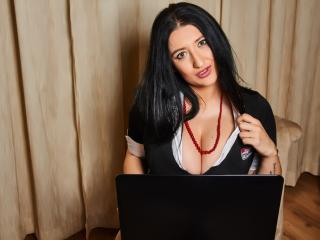 LarraBoobs - Sexy live show with sex cam on XloveCam