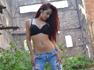 SweetLoraForYou - Video chat hot with a European College hotties