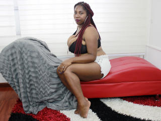 AynaGress - Webcam live exciting with a dark-skinned Young lady