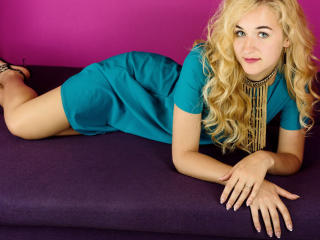 LottieL - online chat hot with this shaved private part Hot chicks