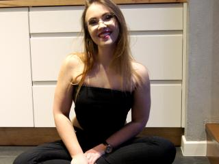 FeelSasha - Sexy live show with sex cam on XloveCam®