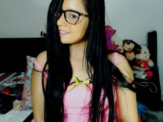 PrettyDolly - online show xXx with a shaved vagina Exciting college hottie
